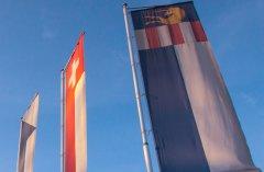 Fahnen / Flaggen mit Drehausleger